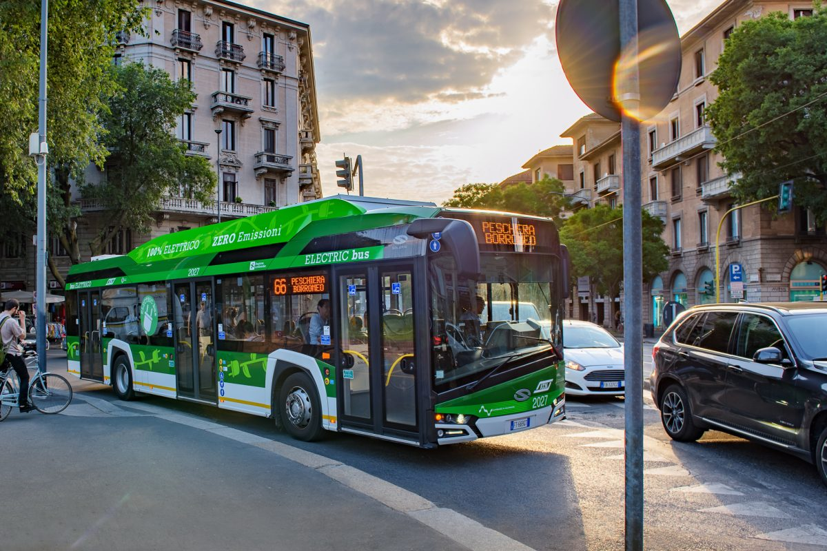 https://www.sustainable-bus.com/wp-content/uploads/2019/07/Urbino_12_electric_4-e1562673046494.jpg