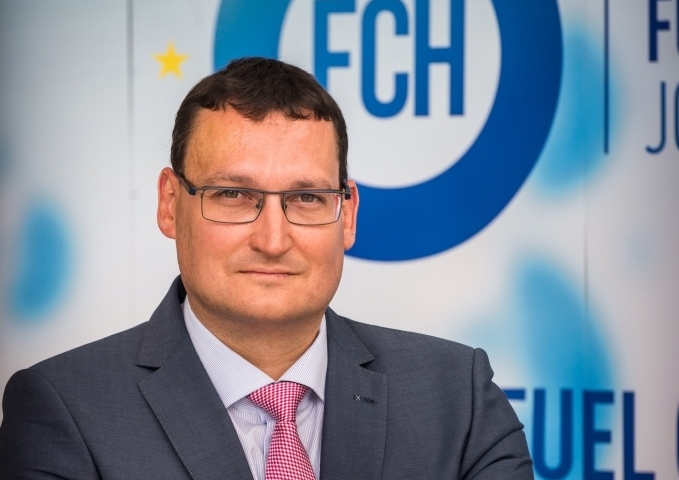 SustainableBus: It's time for large deployment of H2 buses in Europe». Interview with Bart Biebuyck (FCH JU).